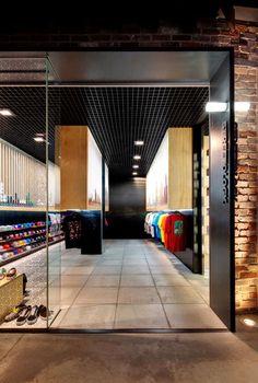 Tubed Streetwear Displays : facet studio