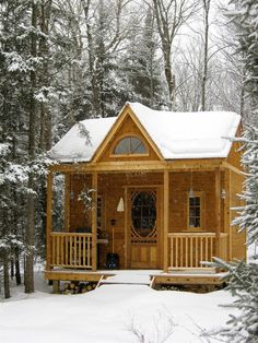 We're waking in a winter wonderland! A little cottage in the woods may be just the kind of getaway you're looking for our Canmore cabin will keep you cozy. by summerwood_products Tiny Cabins, Tiny House Cabin, Cabins And Cottages, Cabin Homes, Log Cabins, Cottage In The Woods, Cozy Cottage, Cabins In The Woods, Cottage Ideas