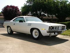 "1971 Plymouth 'Cuda: ""Alpine White"" HEMI and straight stock . right down to the dog-dish hubcaps! Classic Car Trader, Classic Cars, Plymouth Muscle Cars, Black Bucket, Plymouth Barracuda, Pony Car, American Muscle Cars, Chevrolet Camaro, Hot Cars"
