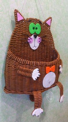 Плетение из газет Easter Egg Basket, Easter Eggs, Crazy Cat Lady, Crazy Cats, Crochet Wall Hangings, Paper Basket, Cute Dolls, Wicker Baskets, Weaving