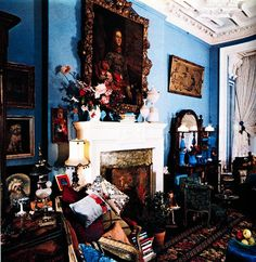 """cair–paravel: """"Terrifying interior design: the Manhattan apartment of Iris and Carl Apfel, Architectural Digest, 1976 (via). Manhattan Apartment, Architectural Digest, Chinoiserie, Old World, Beautiful Homes, Interior Design, Interior Ideas, House Design, Magnifying Glass"""