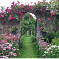 """Lovely Gardens: """"This garden is shared by Our Lovely Garden is pretty much our idea of perfection! #ourlovelygarden"""""""