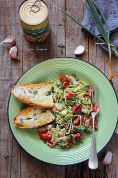Salata de fasole boabe cu zucchini si rosii cherry I Want To Eat, Lunch Time, Gnocchi, Vegan Recipes, Vegan Food, Tacos, Veggies, Zucchini, Gluten