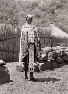 Ndebele bride at Mokopane (Potgietersrust), Limpopo African Tribes, African Diaspora, African Art, African History, African Dress, Beaded Cape, Black King And Queen, African Traditional Dresses, Out Of Africa