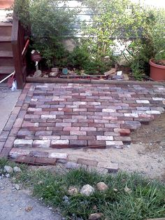 Antique Brick Patio-- good tutorial on laying the patio