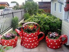 31 Pretty Front Door Flower Pots For A Good First Impression Taller, leaner planters are trending, as is the use of matte gold accents, so our team designed our … Tire Garden, Garden Yard Ideas, Diy Garden Projects, Garden Crafts, Balcony Garden, Garden Ideas Diy Cheap, Garden Sofa, Easy Garden, Diy Ideas