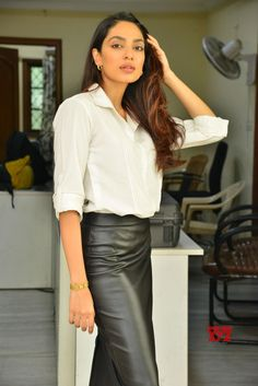Actress Sobhita Dhulipala Stills From Goodachari Movie Success Celebrations - Social News XYZ Actress From Movie Success Celebrations Fashion Models, Fashion Outfits, Queen Rania, Fc B, Beautiful Saree, Get The Look, Indian Beauty, Indian Actresses, Makeup Looks