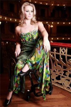 Cadeirantes em Foco: Cadeirante de vestido http://cadeirantesemfoco.blogspot.com/2014/02/cadeirante-de-vestido.html?spref=tw