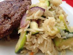 Gratin de courgette, riz et oignon rouge