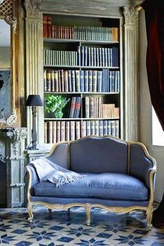 Beautiful reading corner home library blue sofa French interior design Paris apartment Home Interior, Interior Design, French Interior, South Shore Decorating, Home Libraries, French Decor, My Dream Home, Bookshelves, Shabby Chic