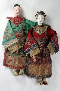 One Pair Antique Chinese Opera Dolls Wedding Couple Hand Made And Signed Up for auction from a recent well-known estate in Chicago. I have more auction items coming up from this same estate, ple. Antique Art, Antique Dolls, Vintage Dolls, Chinese Dolls, Chinese Opera, Traditional Toys, Art Articles, Bride Dolls, Trapillo