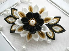 Handmade kanzashi flower french barrette. The handmade Kanzashi flower made of grosgrain ribbon is apprx.10x5 cm.(4 x 2) ,with a glass pearl embellishment. Mounted on a 7.7 cm(3) french barrette . I always use the highest quality ribbon and materials. All hair accessories made of ribbon and satin fabric are heat sealed to prevent fraying. My accessories are all handmade and designed exclusively by me in my studio in Essex(smoke/pet free). If youve got any questions, please feel free ...