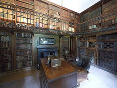 The Study in Abbotsford house located on the side of the River Tweed near Galashiels which was the home of Sir Walter Scott | Flickr: Intercambio de fotos