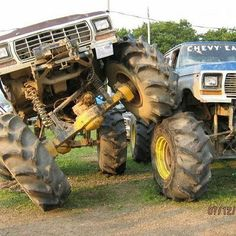 jacked up chevy trucks pictures Vintage Chevy Trucks, Chevy Trucks Older, Classic Ford Trucks, Classic Cars, Chevy Classic, Jacked Up Chevy, Lifted Ford Trucks, Pickup Trucks, 79 Ford Truck