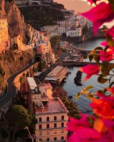 Amalfi Coast Tours in south of Italy by locals. Discover the Amalfi Coast with us by visiting places like Amalfi, Ravello, Capri, Positano. Amalfi Coast Italy, Beautiful Places To Travel, Sorrento, Travel Aesthetic, Dream Vacations, Travel Around The World, Italy Travel, Travel Inspiration, Travel Destinations