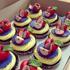 snow white cupcakes