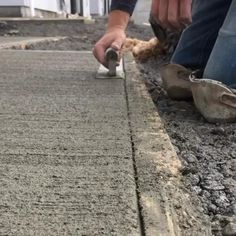 Concrete Tools, Concrete Walkway, Concrete Projects, Stamped Concrete, Concrete Design, Diy Projects, Framing Construction, Interior Design And Construction, Construction Tools