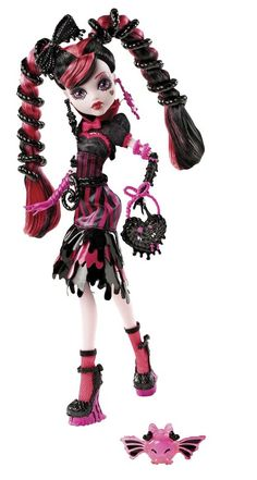 OMG I want this so bad. look at the adorable candy bat!!! Sweet Screams Draculaura #MonsterHigh #Dolls