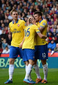 Giroud Kisses Ramsey vs Crystal Palace 2013-2014.
