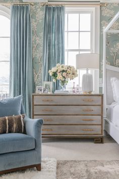 Idea, tricks, together with quick guide with regards to getting the greatest end result and also coming up with the maximum usage of bedroom furniture sets Master Bedroom Interior, Home Decor Bedroom, Bedroom Furniture, Master Bedroom With Wallpaper, Bedroom Wall, Furniture Sets, Bedroom Ideas, Bedroom Styles, Bedroom Colors