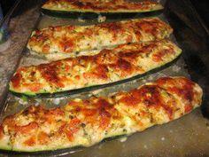 Das perfekte Vegetarisch, gefüllte Zucchini-Rezept mit einfacher Schritt-für-Schritt-Anleitung: Zucchini waschen Enden etwas abschneiden.  Halbieren und…