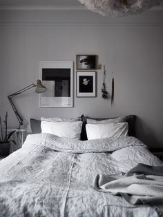 96 small master bedroom decor ideas for sweet and romantic couples 82 – SeanSc… - All About Decoration Modern Grey Bedroom, Modern Minimalist Bedroom, Rustic Master Bedroom, Small Room Bedroom, Home Bedroom, Bedroom Decor, Bedroom Ideas, Monochrome Bedroom, Neutral Bedrooms