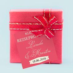 Geschenkkärtchen-Geschenkanhänger passend zu Euren Hochzeitskarten und im Reisepass-Design: Globetrotter-Passport