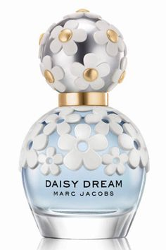 Marc Jacobs Daisy Dream Spray - 100 ml eau de toilette spray. From the Marc Jacobs range. Daisy Dream is light, floral and fruity. Perfume Diesel, Best Perfume, Perfume Bottles, Marc Jacobs Daisy, Parfum Marc Jacobs, Marc Jacobs Makeup, Lotions, Eau De Cologne, Daisies