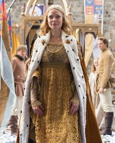 Gold queen look from The White Queen miniseries