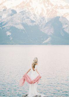 A Mountaintop Inspiration for the Adventurous Bride