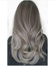Finally my desired hair color came out pretty well - All For New Hairstyles Ash Blonde Hair Silver, Ash Grey Hair, Balayage Hair Grey, Ashy Hair, Lilac Hair, Brown Hair Colors, Pinterest Hair, Cool Hair Color, Jennifer Aniston