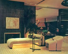 Discover The Interior Design Secrets Of The Pros ** More information can be found by clicking on the image. 80s Interior Design, 1980s Interior, Mid-century Interior, Interior Architecture, Interior Decorating, 1970s Decor, 70s Home Decor, Art Deco, Interiores Design