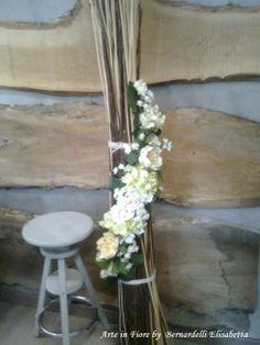 Per ornare una parete un tocco di fiori bianchi...............