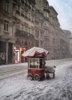 Beyoglu, Central Istanbul, in snow… (via pinterest)