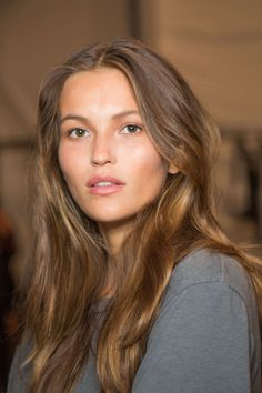 Best Spring Hair and Makeup Tips for Work: Nicole Miller's Urban-Meets-Beachy Waves