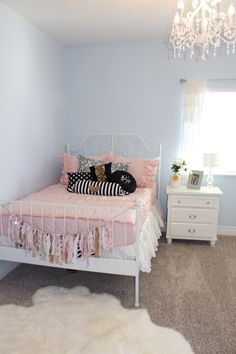 Teen Girl Bedrooms dazzling examples, decor plan number 3259810192 - Effortless and amazing decor tricks for a exciting but super hip teen girl room. The coool teenage girl bedrooms tip generated on this super moment 20181213 Girls Bedroom Furniture, Room Ideas Bedroom, Kids Bedroom, Bedroom Decor, Teen Girl Bedding, Teen Girl Rooms, Teenage Girl Bedrooms, Teenage Girl Bedroom Designs, Room Girls