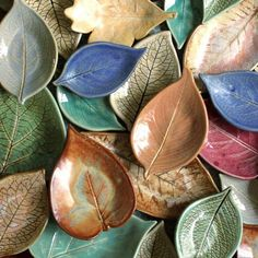 Leaf pots are coming to the shop – mark your calendars for at 9 pm CST. O… – Handwerk und Basteln Ceramic Clay, Ceramic Plates, Slab Pottery, Ceramic Pottery, Diy Clay, Clay Crafts, Ceramic Workshop, Leaf Bowls, Pottery Techniques