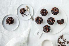 Oppskrift på saftig brownie med avokado og søtpotet.