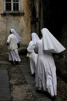 Dominicans?  or something else in the Augustinian tradition? consecrated - anyone know the photographer and/or subject?