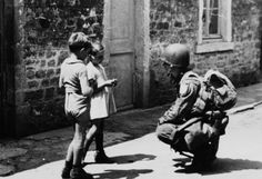 american para troopers mingle with french | French children, too, were ready for the arrival of American ...