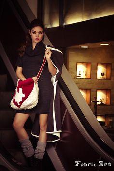 """Πλεκτό φόρεμα με ξεχειλωτό γιακά. Κάπα από φλις μάλλινο ύφασμα διπλής όψης με κουκούλα.Τσάντα γούνινη με χειροποίητο απλικέ σχέδιο """"heart puzzle"""" . Γκέτες πλεκτές. Shoulder Bag, Winter, Bags, Collection, Fashion, Winter Time, Handbags, Moda, Fashion Styles"""
