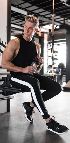 13 hot gym outfits ideas for men to copy in 2019 gym outfit men, gym Mens Fashion Blog, Fitness Fashion, Sporty Fashion, Gym Fashion, Sport Outfits, Gym Outfits, Fitness Outfits, Workout Outfits, Moda Academia