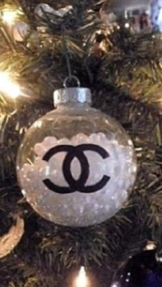 Chanel ornament... I Like it, but I LOVE the black one I have