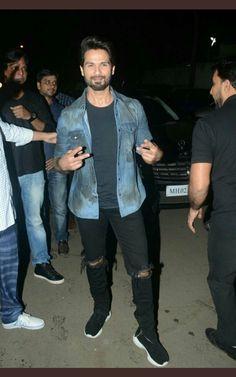 Shahid kapoor 28.1.18 Shahid Kapoor, Bollywood Actors, Hipster, Celebrities, Pants, Fashion, Style, Trouser Pants, Moda