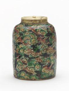 Powdered tea container with design of phoenix and clouds  mid-19th century