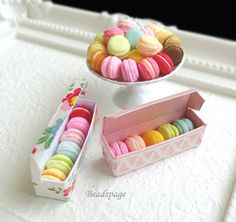 1:6 SCALE MINIATURE MACARONS This listing is for one of the following selection. Pick your choice upon checkout. A) 6 pcs macaroons + box (flower