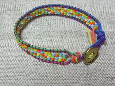 「ラダーワークのブレスレット」初めてラダーワークやってみました。割と簡単に出来たので、うれしい! 残り物のビーズをランダムに配色、面白い![材料]お好みのビーズ/コード(紐)/糸(革用の細糸を使用)/止めパーツ/ビーズの通る針