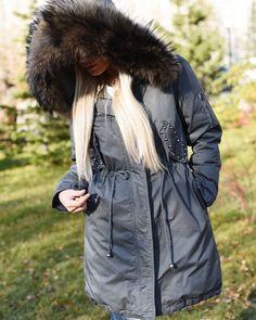 38 отметок «Нравится», 13 комментариев — 🛍Стильная одежда 📍Новосибирск (@be_in_shop.ru) в Instagram: «Ещё одна парка из новой коллекции🆕🔝 тёплая до -20❄️ с шикарной широкой опушкой из натурального меха…»