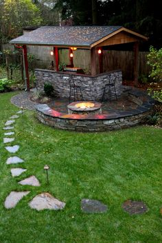 A fire bowl right next to the outdoor cooking zone would make an entertaining there more cozy. #outdoorkitchen