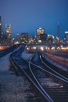#train #tracks #city #skyline via [y_h_b_t_i]